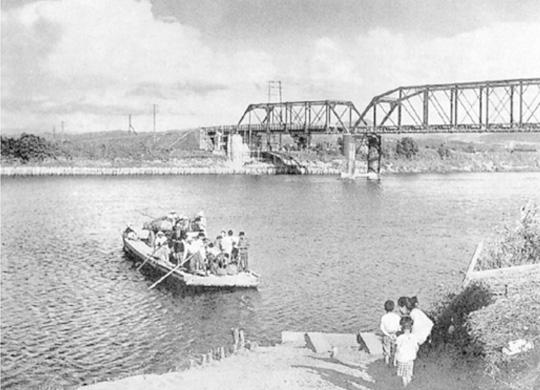 69 渡船と石狩川橋【札幌開発建...
